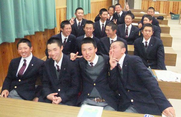 東岡山工業高等学校制服画像