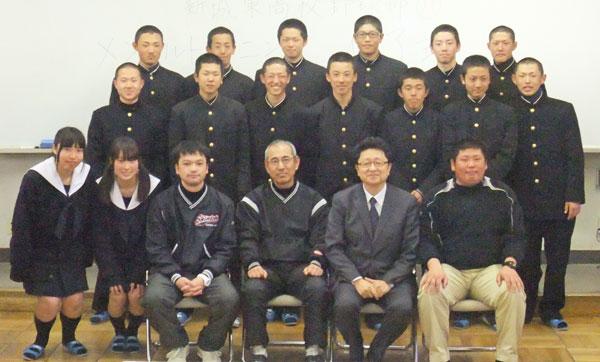 新城東高等学校制服画像